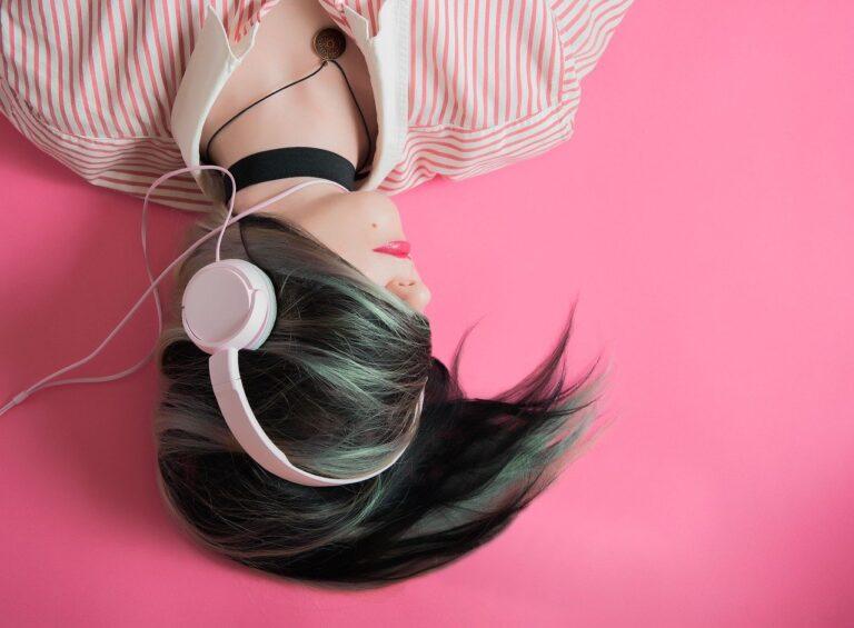 girl, music, fashion-1990347.jpg